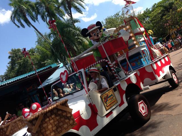 Minnie's Jeep