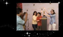 Walt Disney World Guests Get Up Close with an Oscar Statuette